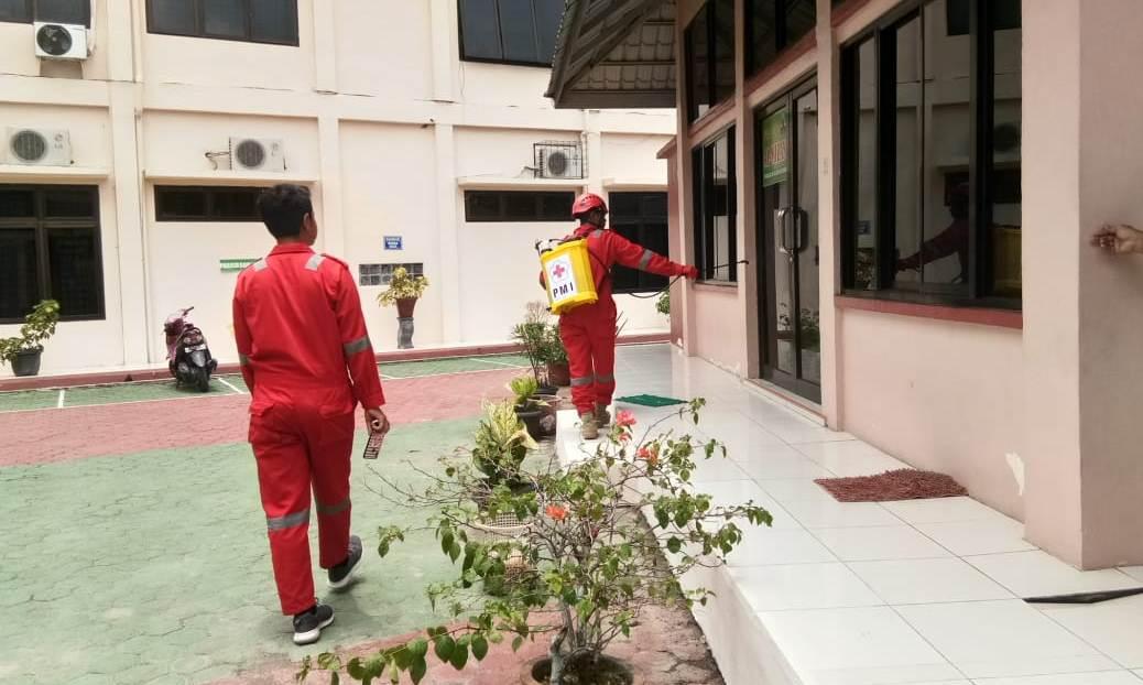 PMI Kabupaten Asahan Lakukan Penyemprotan Disinfektan di PA Kisaran